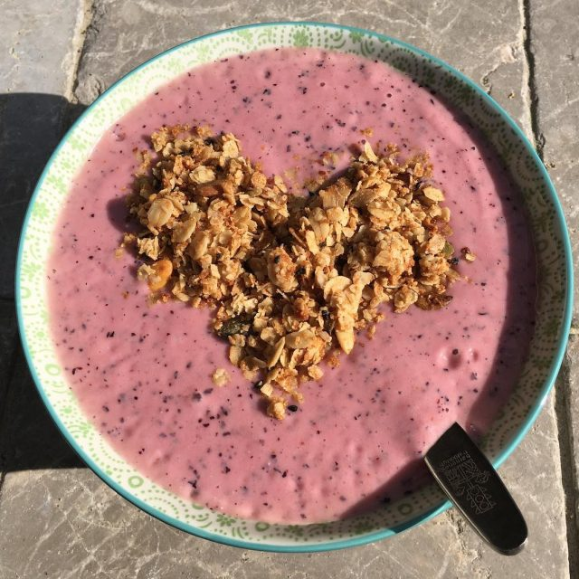 Trying to bring back pineapple blueberry and pineapple smoothiebowl Yeshellip