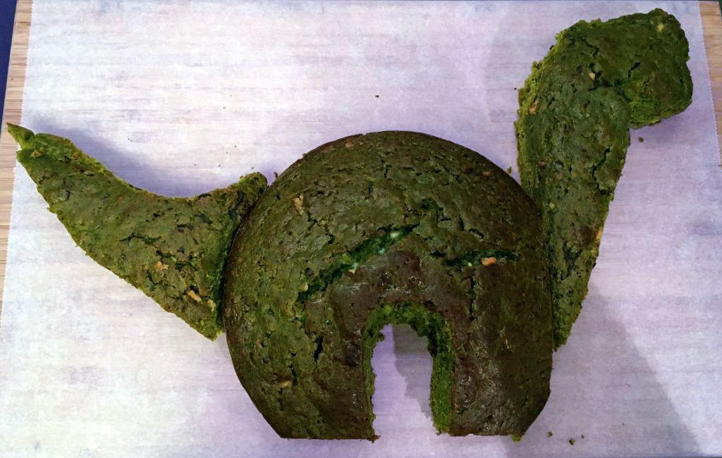 Dinosaur Birthday cake - The cakes are asembled