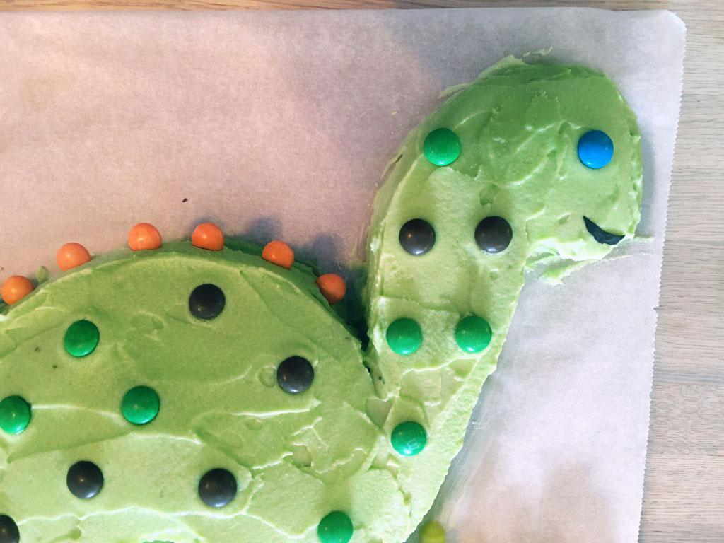 Dinosaur Birthday Cake - How cute is this little guy??